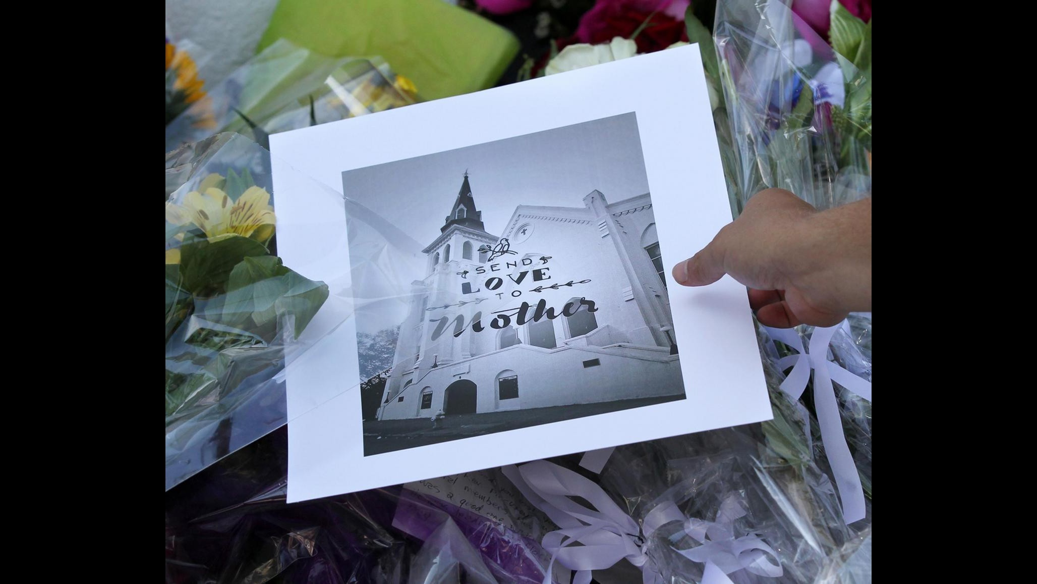 Charleston, il giorno del lutto: città riunita a ricordo vittime