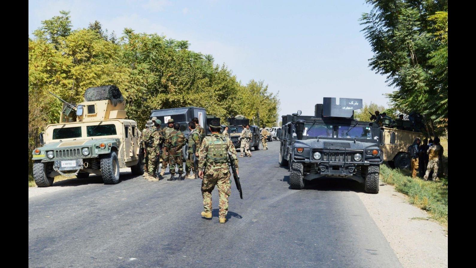 Afghanistan, forze governative riprendono Kunduz ma i talebani smentiscono
