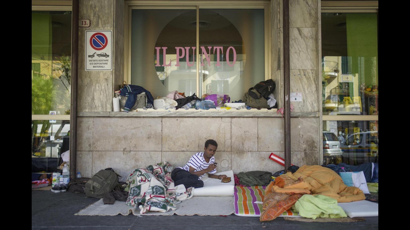 Immigrazione, in stazione Ventimiglia entro sera saranno pronti 120 posti letto