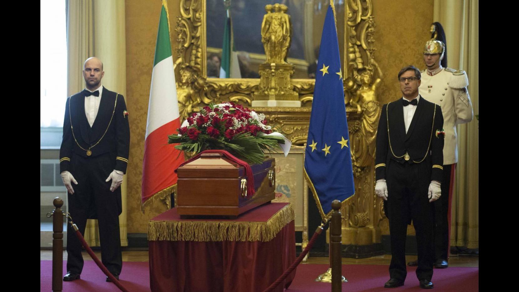Ingrao, ultimo saluto con 'Bella Ciao'. In piazza bandiere rosse, sindacalisti e politici