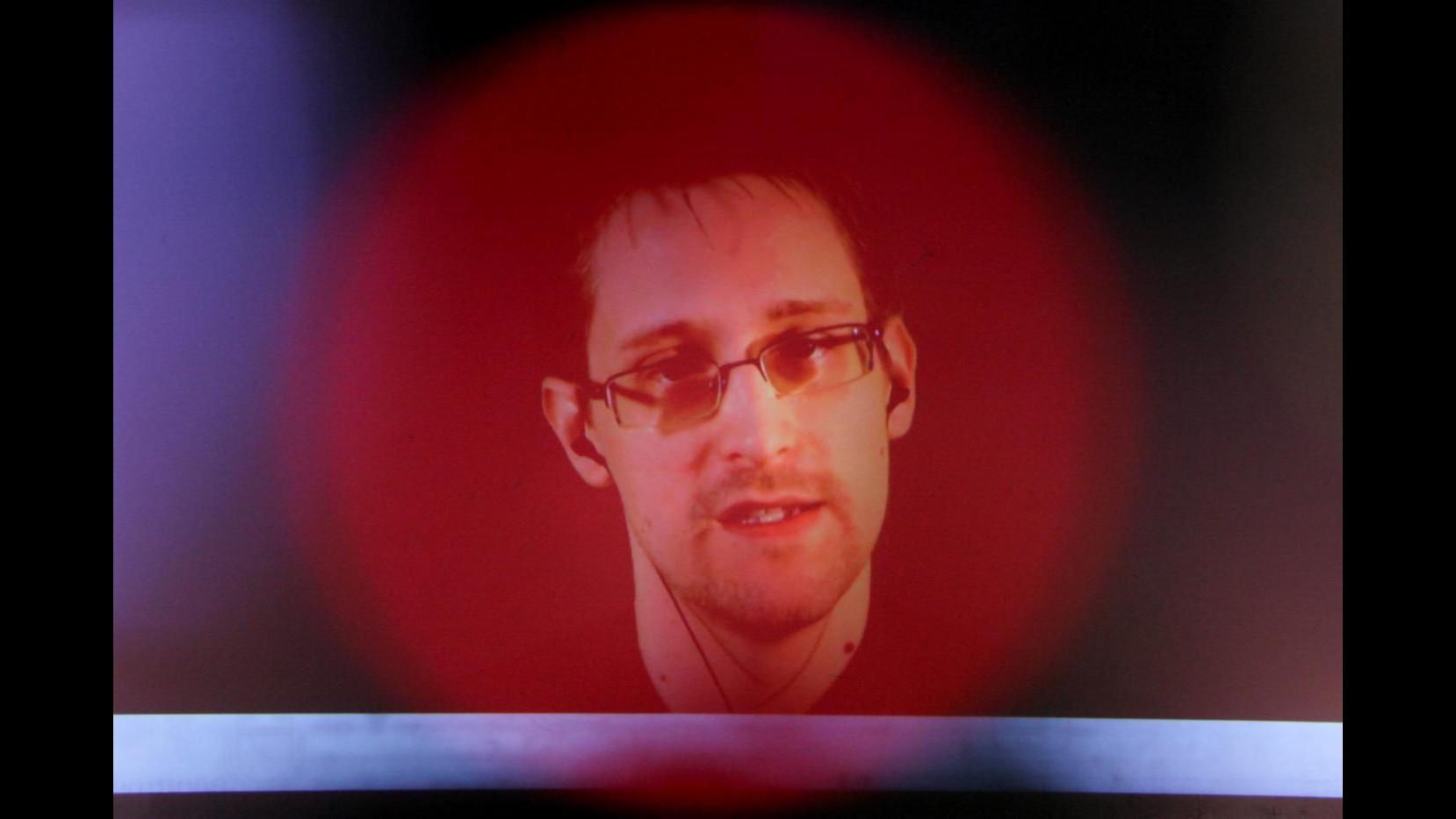 Snowden sbarca su Twitter: 130mila follower in mezz'ora, ma lui segue solo Nsa