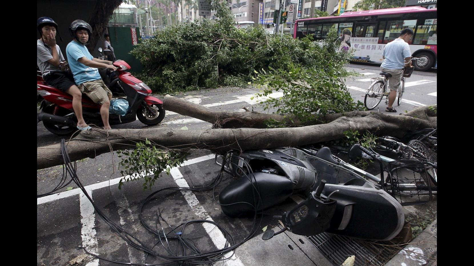 A Taiwan il tifone Dujuan causa 2 morti e 324 feriti, sei le persone disperse