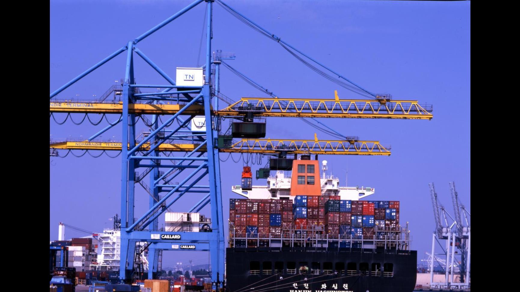 Istat: Ad agosto calo esportazioni -3,2% e importazioni -2,6%, flessione vendite extra Ue