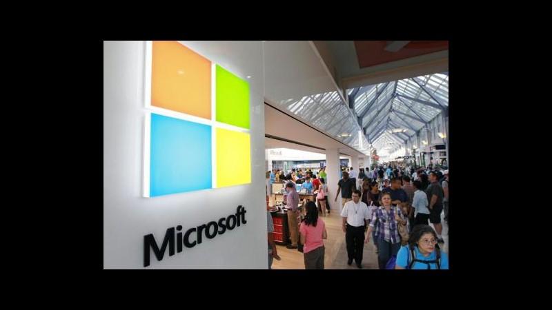 Microsoft taglia 7.800 posti di lavoro, scure su unità cellulari