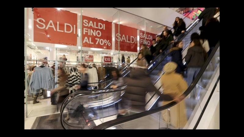 Consumi, Codacons boccia il governo: 80 euro flop, ora più saldi e liberalizzazioni