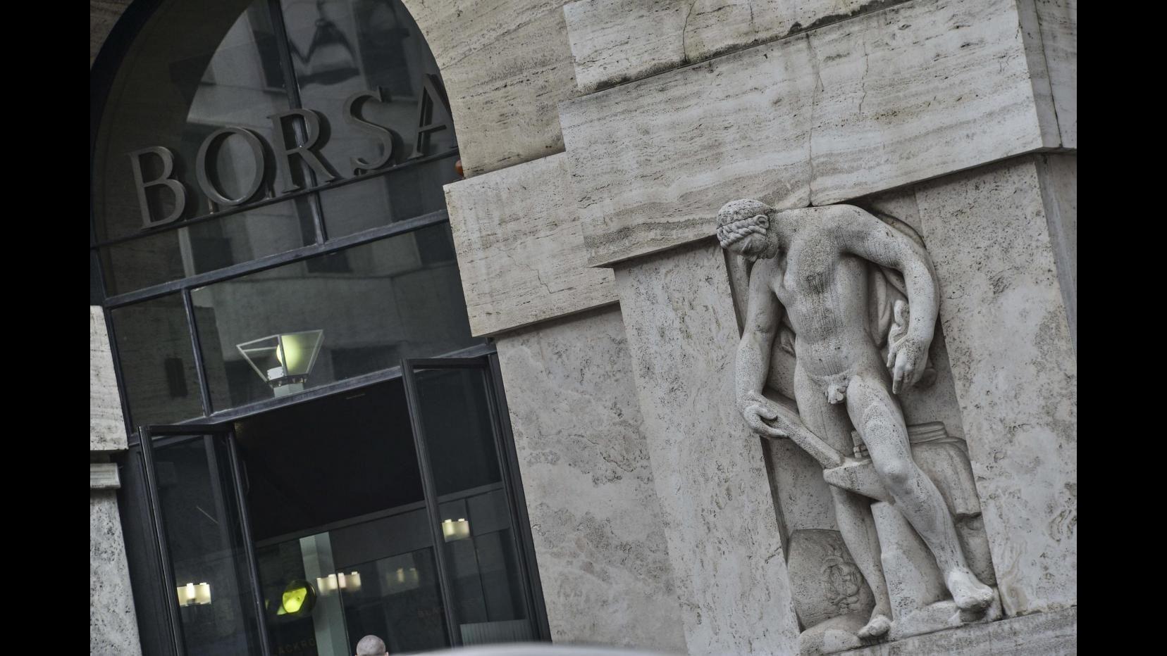 Borsa, chiusura negativa per Milano: Ftse Mib -0,95%