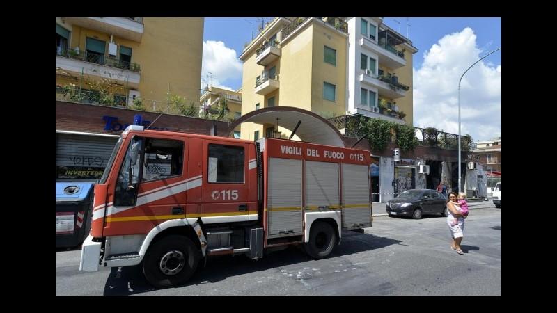 Taranto, esplosione in un palazzo: edificio crolla, ci sono feriti