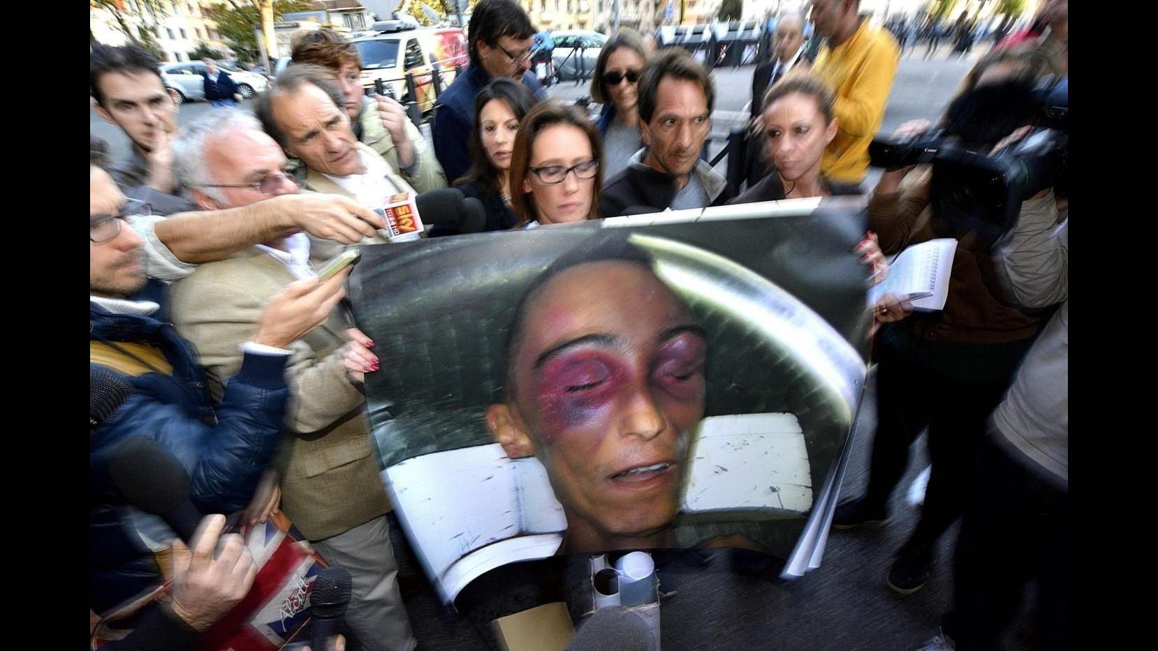 Cucchi, indagati altri quattro carabinieri: per tre accusa è lesioni