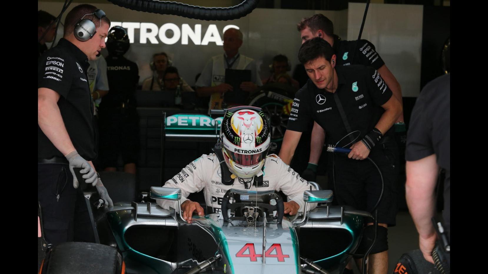 F1, Gp Gran Bretagna: Hamilton in pole, Ferrari in terza fila