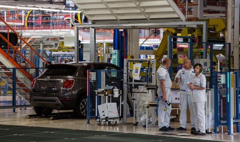 Istat: Produzione industriale agosto -0.5% mensile, +1% annuale
