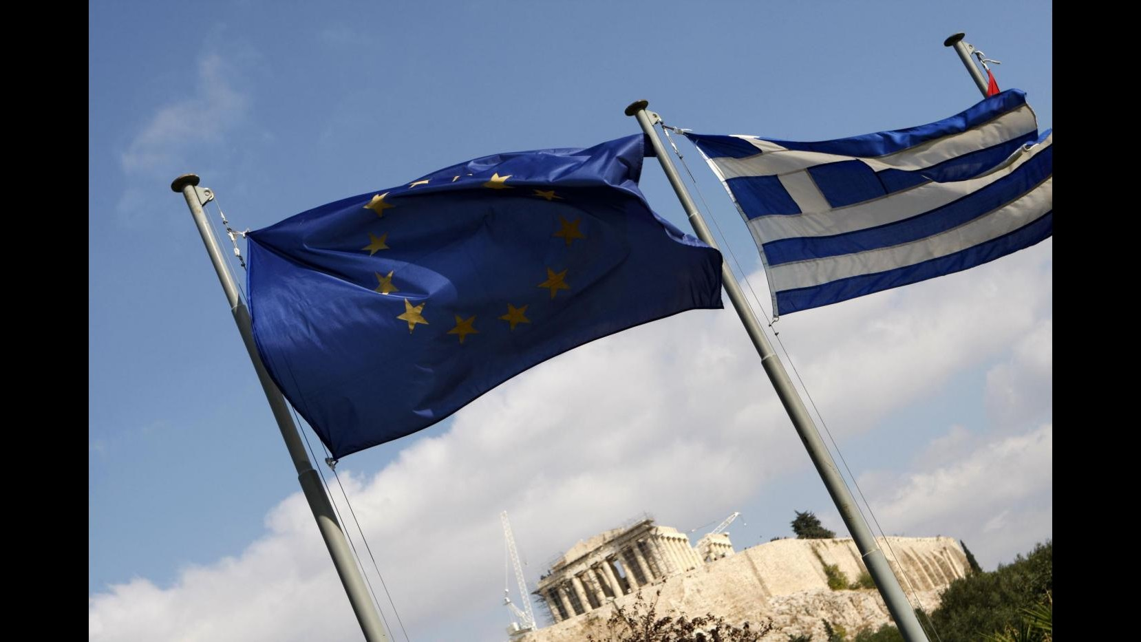 Grecia, Renzi:Italia fuori dai rischi. Padoan: Debito stabile