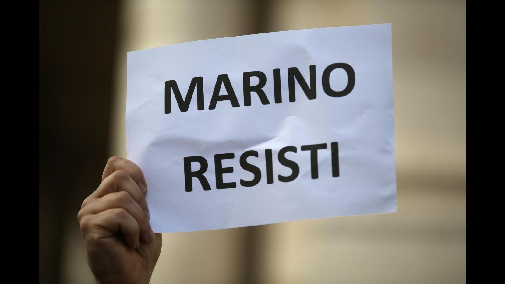 Roma, tempi lunghi per la mozione di sfiducia: ipotesi dimissioni di massa