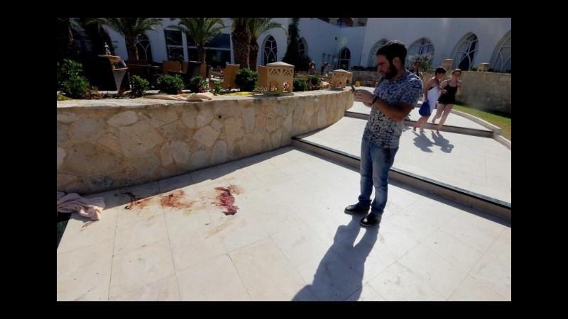 Sousse, un testimone: Killer era con altri, foto a turisti prima di spari