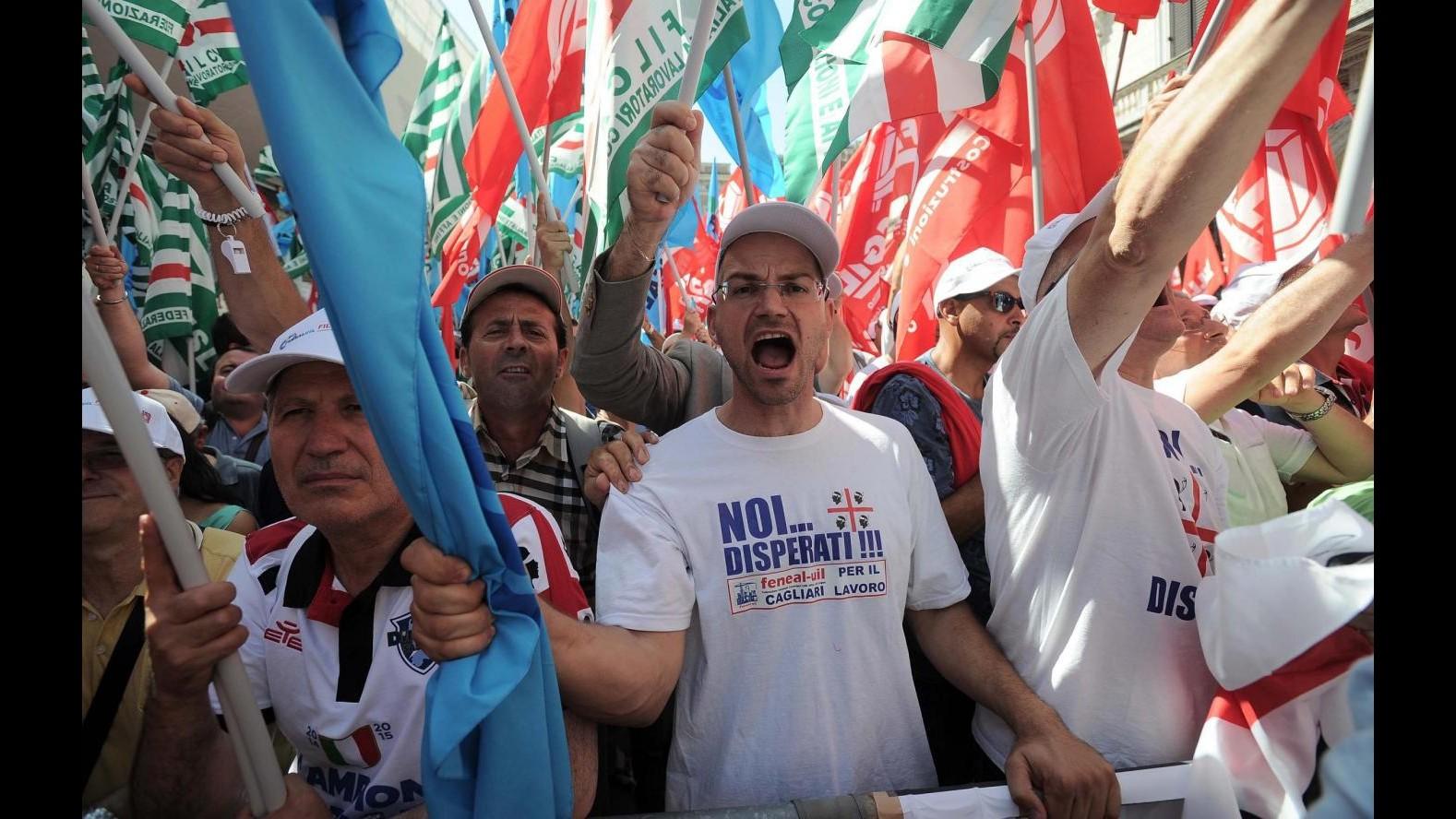 Sindacati edilizia in piazza: protesta contro corruzione e lavoro nero
