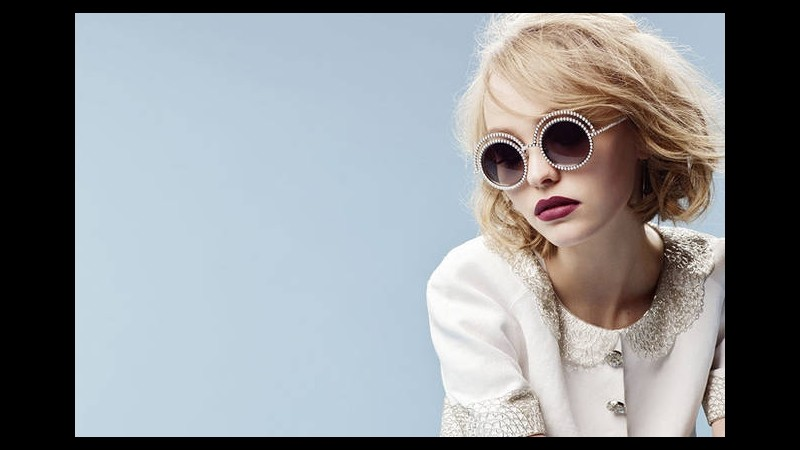 Lily Rose Depp nuova testimonial eyewear Chanel: a 16 anni è già star
