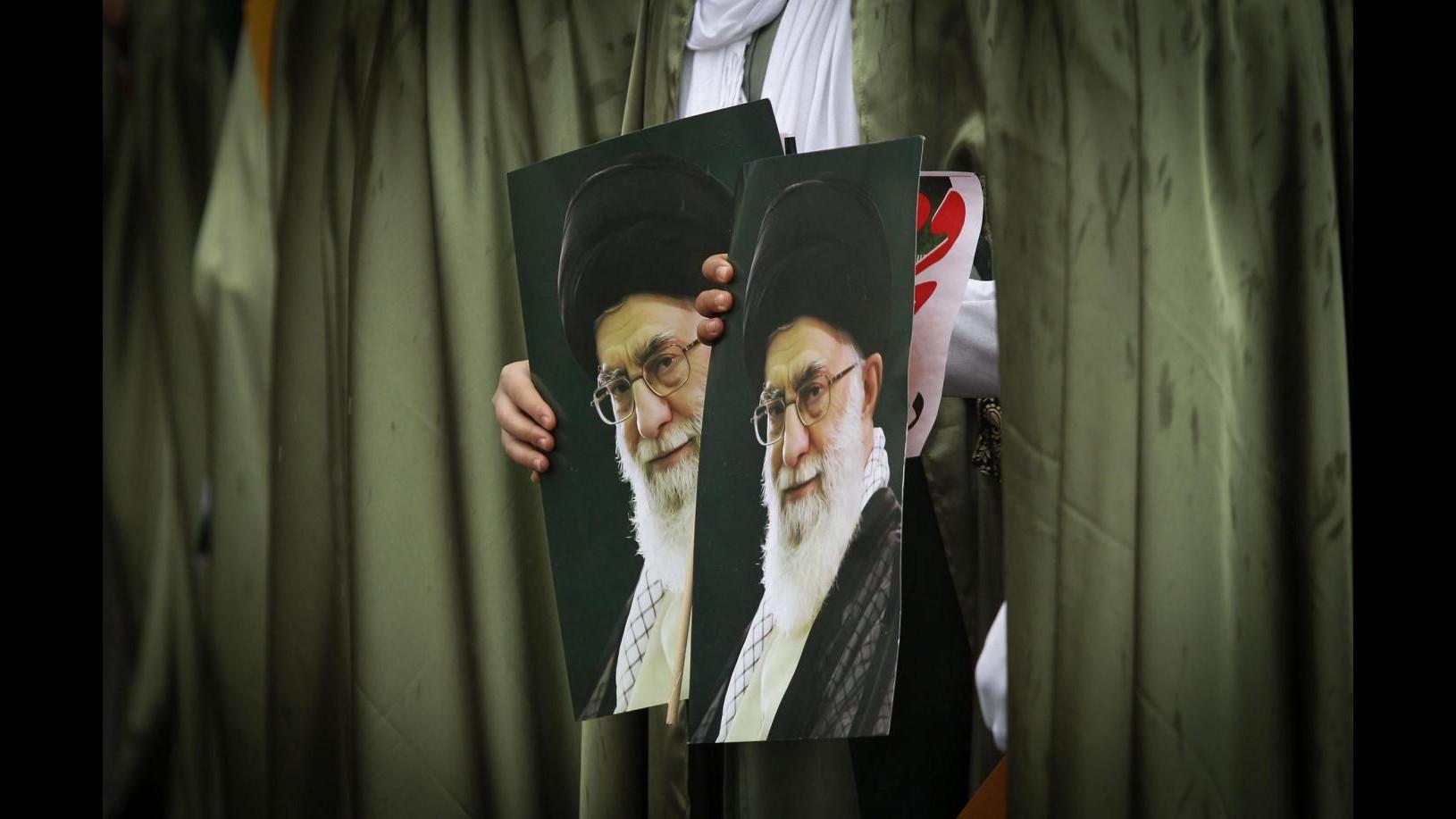 Iran, Khamenei: Usa sono arroganti, nostra politica non cambia