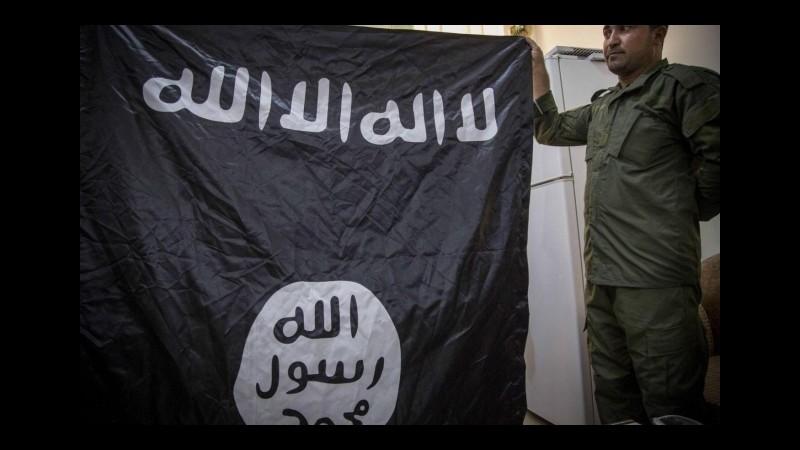 Isis, attivisti: Video mostra bambino che decapita soldato in Siria