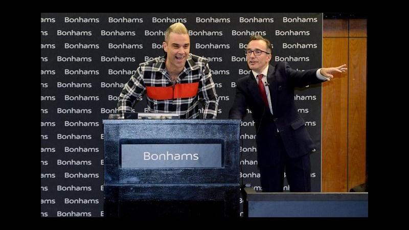 Musica, Robbie Williams battitore d'asta d'eccezione per beneficenza