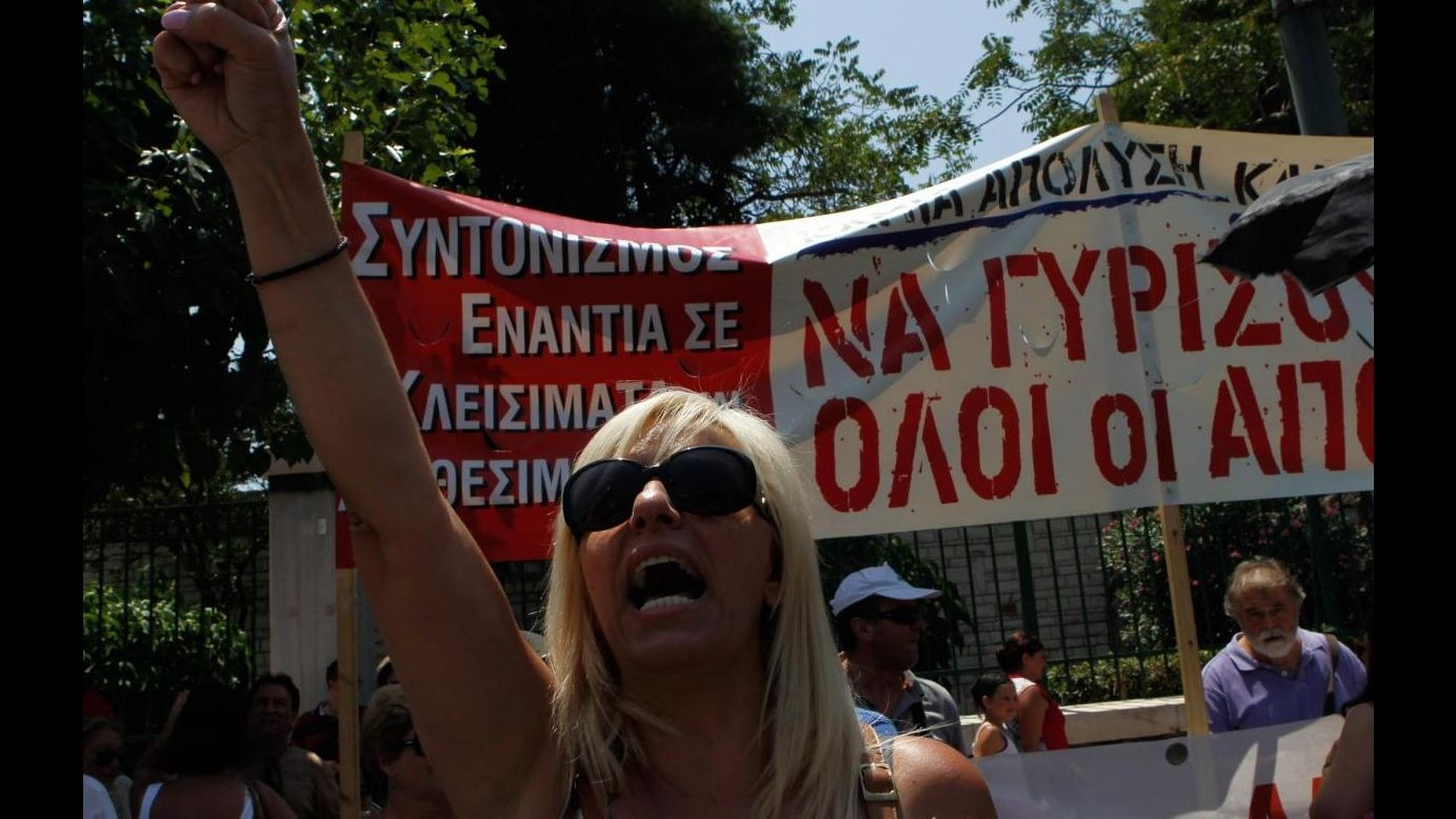 Grecia, sciopero dipendenti pubblici e farmacisti: marce ad Atene