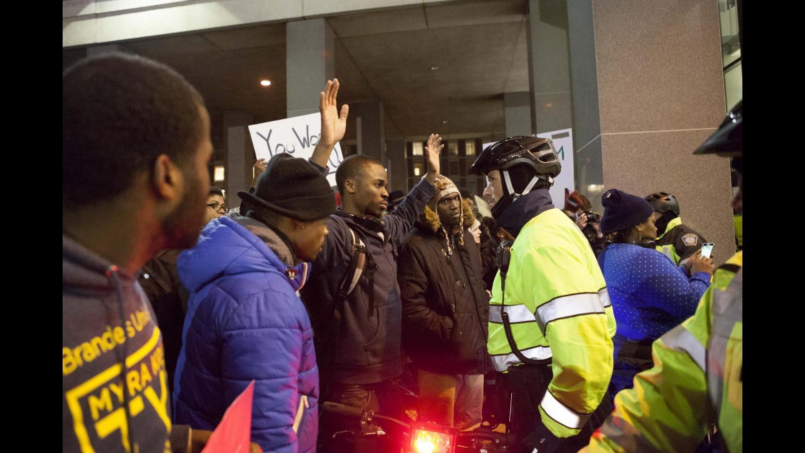 Afroamericano ucciso a New York: 5,9 milioni alla famiglia di Eric Garner