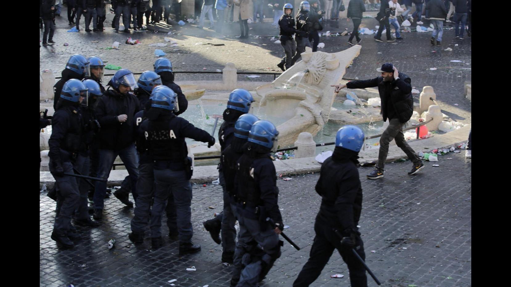 Roma, al via processo a ultrà del Feyenoord per i danni a piazza di Spagna