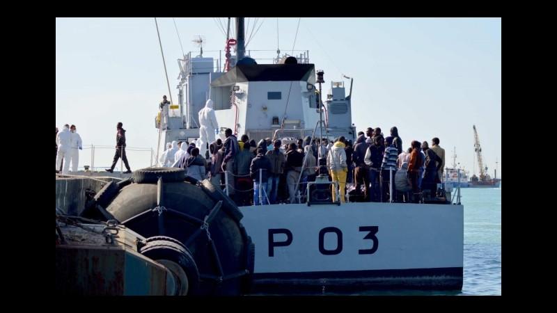 Rientrata a Palermo una nave con 12 cadaveri e 717 migranti
