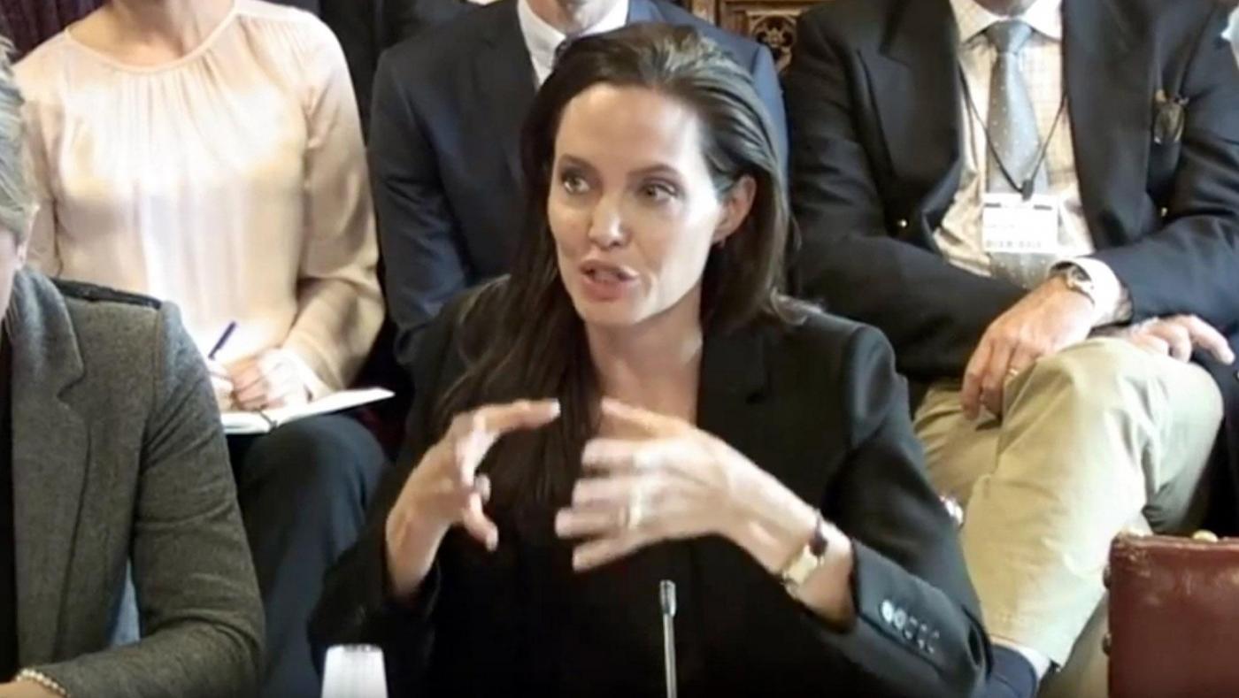 Angelina Jolie posa per Vogue e racconta il suo nuovo film 'By the sea'