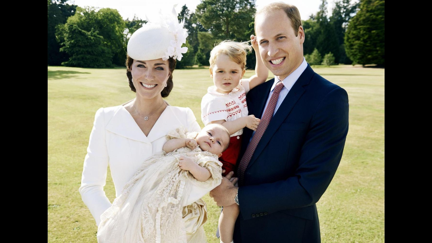 Il battesimo della principessa Charlotte va su Twitter