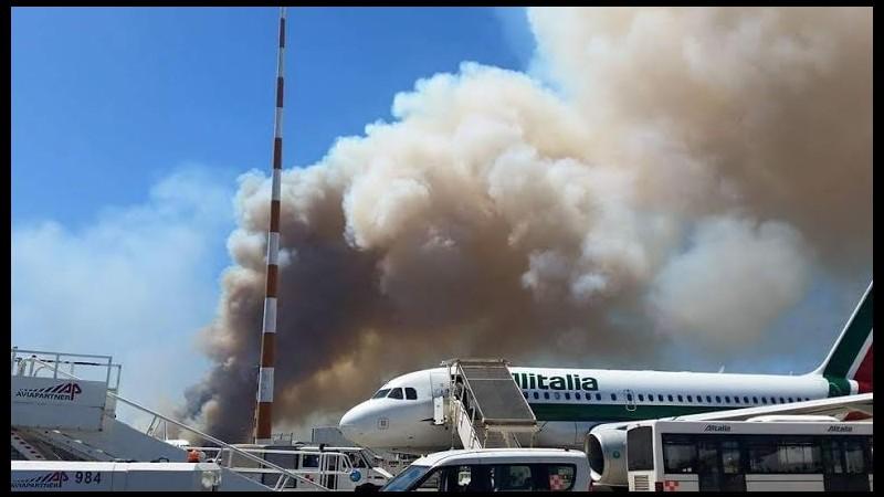 Fiumicino, ripresi i voli dopo l'incendio doloso. Renzi: Situazione intollerabile
