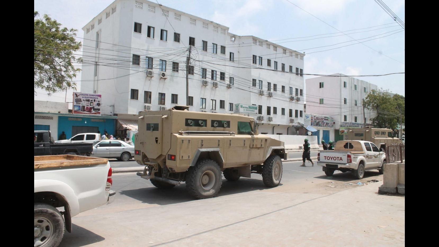 Somalia, attacco a hotel di Mogadiscio, almeno 15 morti. Rivendicazione di Al-Shabaab