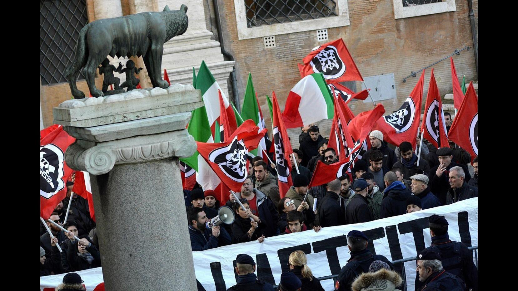 Roma, scontri a casale San Nicola per i migranti: arresti nelle fila di Casapound