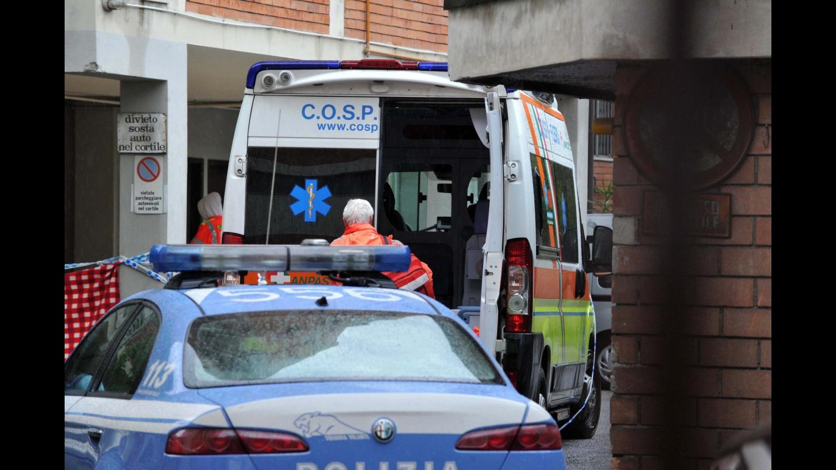 Napoli, tenta di introdursi in casa e picchia ex moglie: arrestato