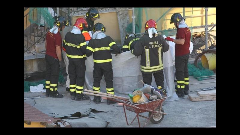 Crolla palazzina in provincia di Vicenza, un uomo estratto vivo dalle macerie