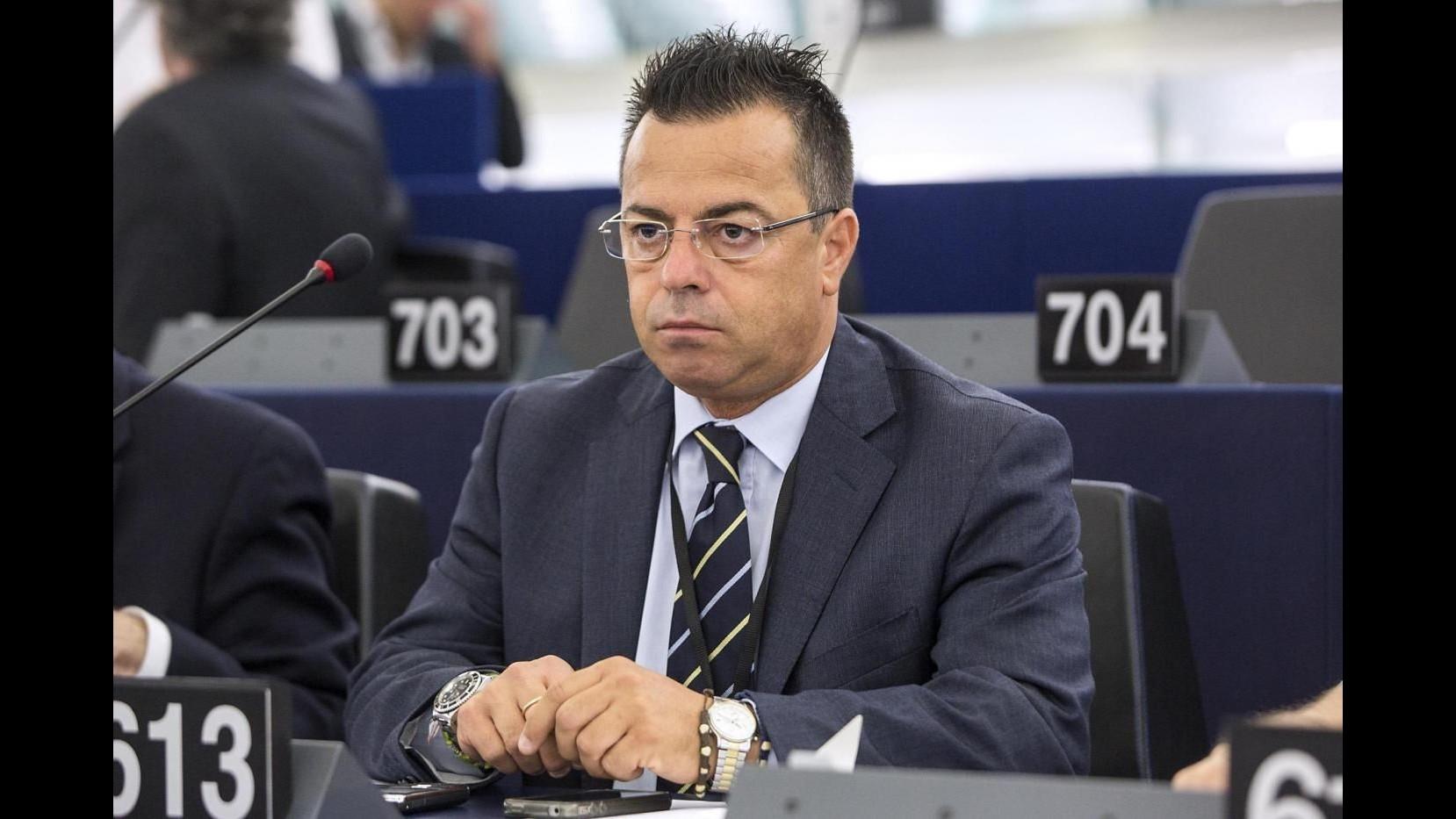 Parlamento Ue, Buonanno (Lega) sospeso e multato per baffetti di Hitler