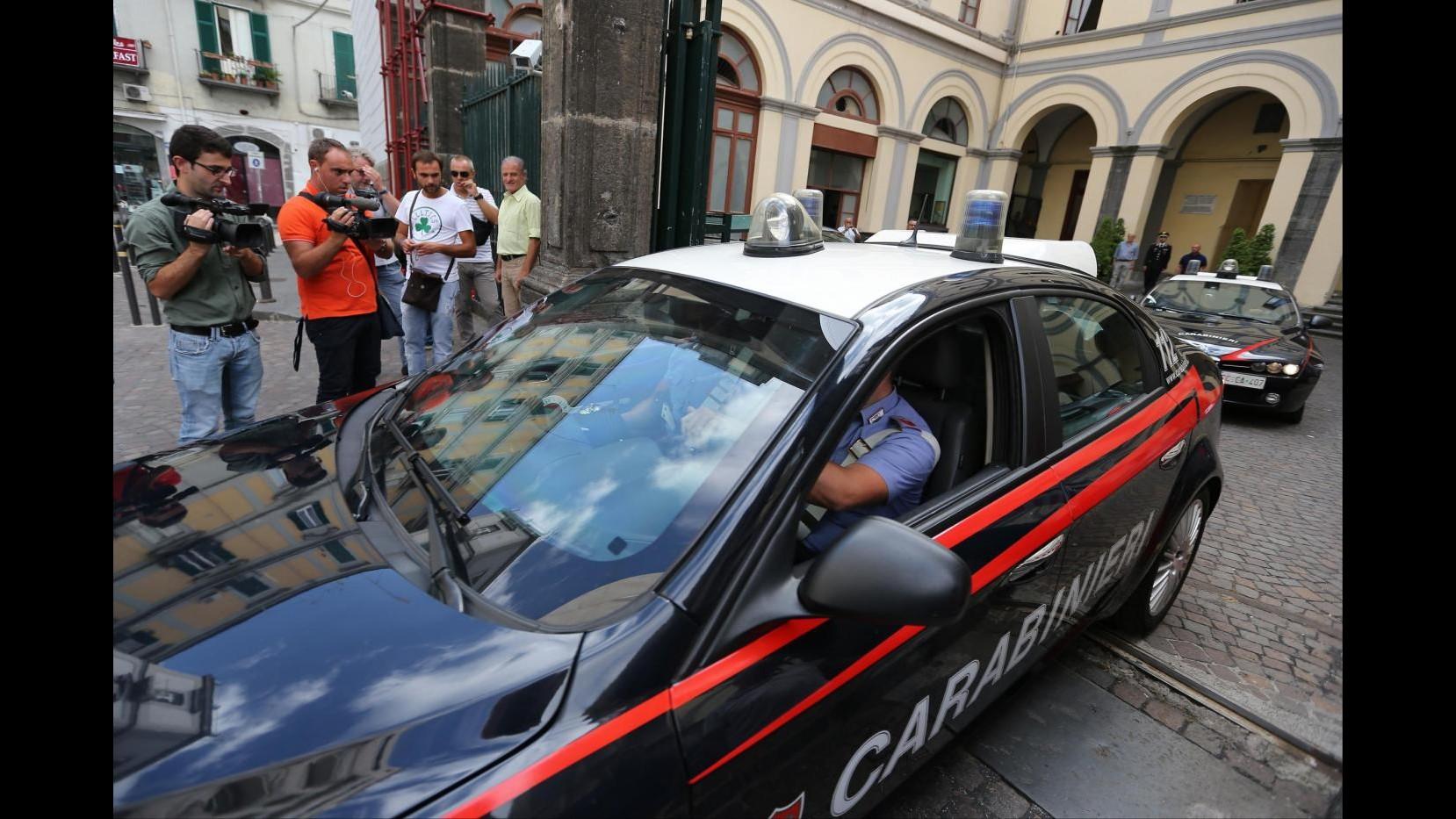 Napoli, banda rapinatori in azione: carabinieri evitano colpo