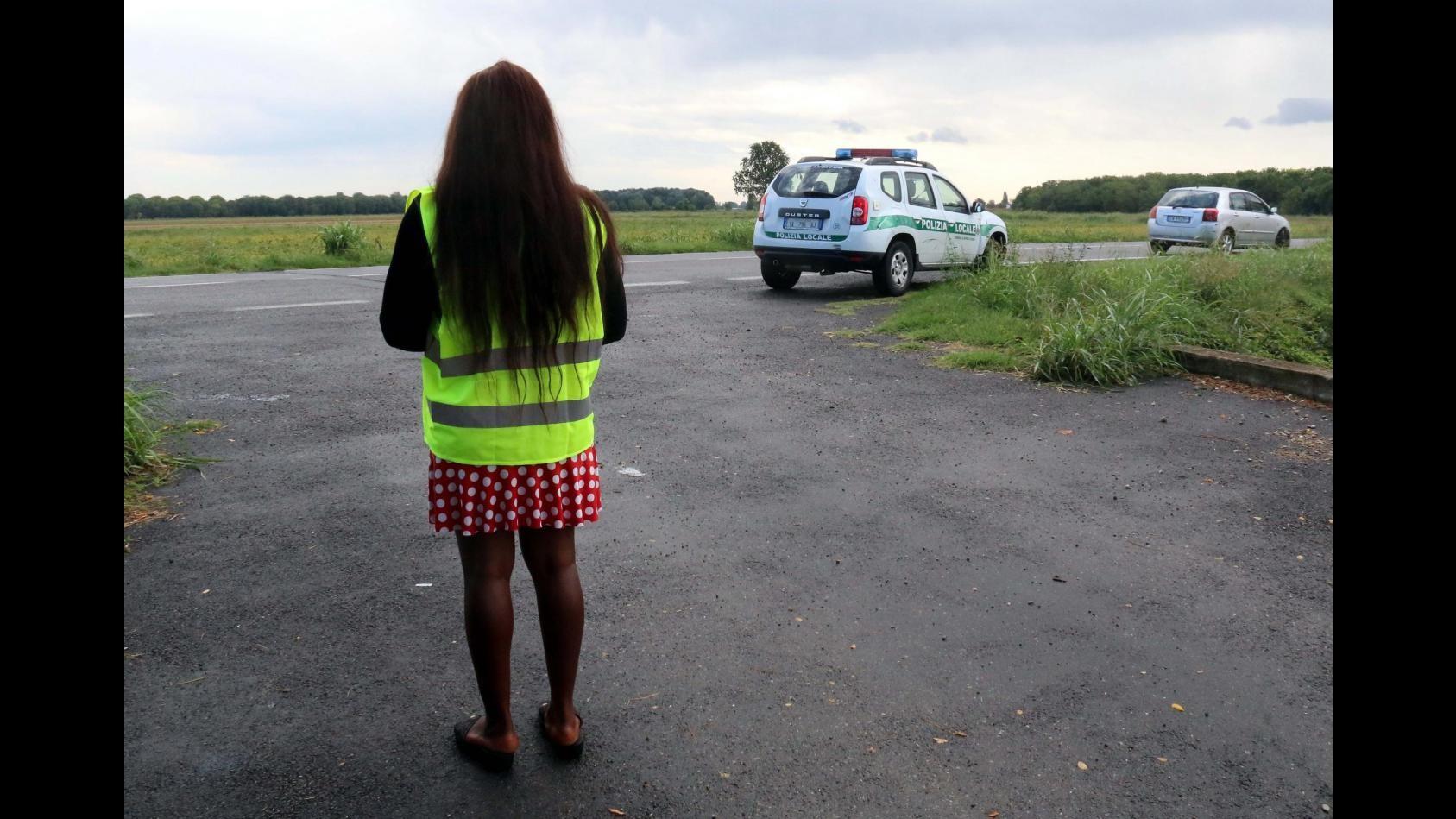 Milano, donne costrette a prostituirsi per strada con riti vodoo: in manette 4 nigeriani