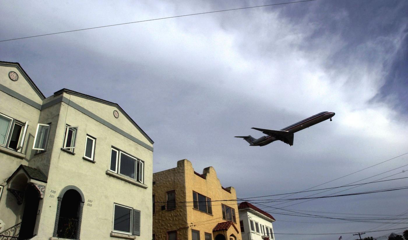 Usa, uomo spara da casa: sospesi voli all'aeroporto di San Diego