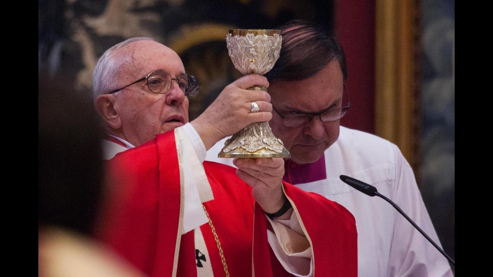 Vaticano, pm: attività abusiva Ior. Padre Lombardi: Vatileaks superato da riforme