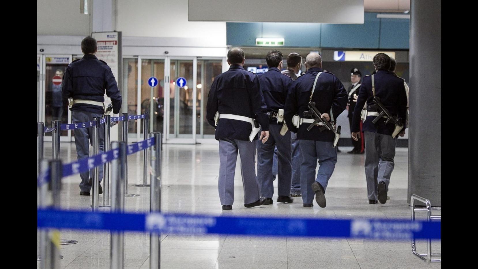 Arrestati 2 siriani a Ciampino: avevano passaporti falsi