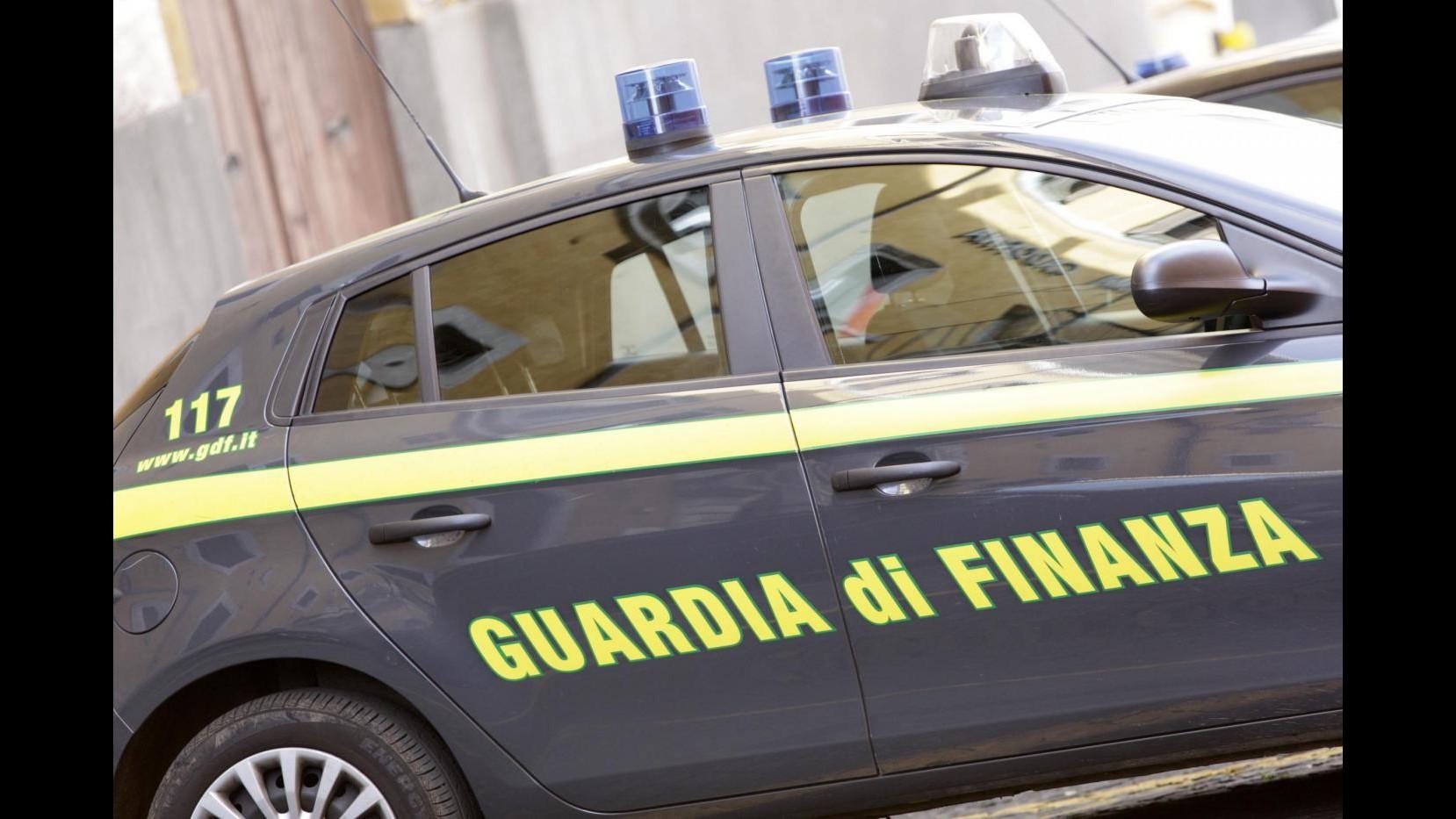 Taranto, intascavano fondi per assunzioni femminili: 15 denunce