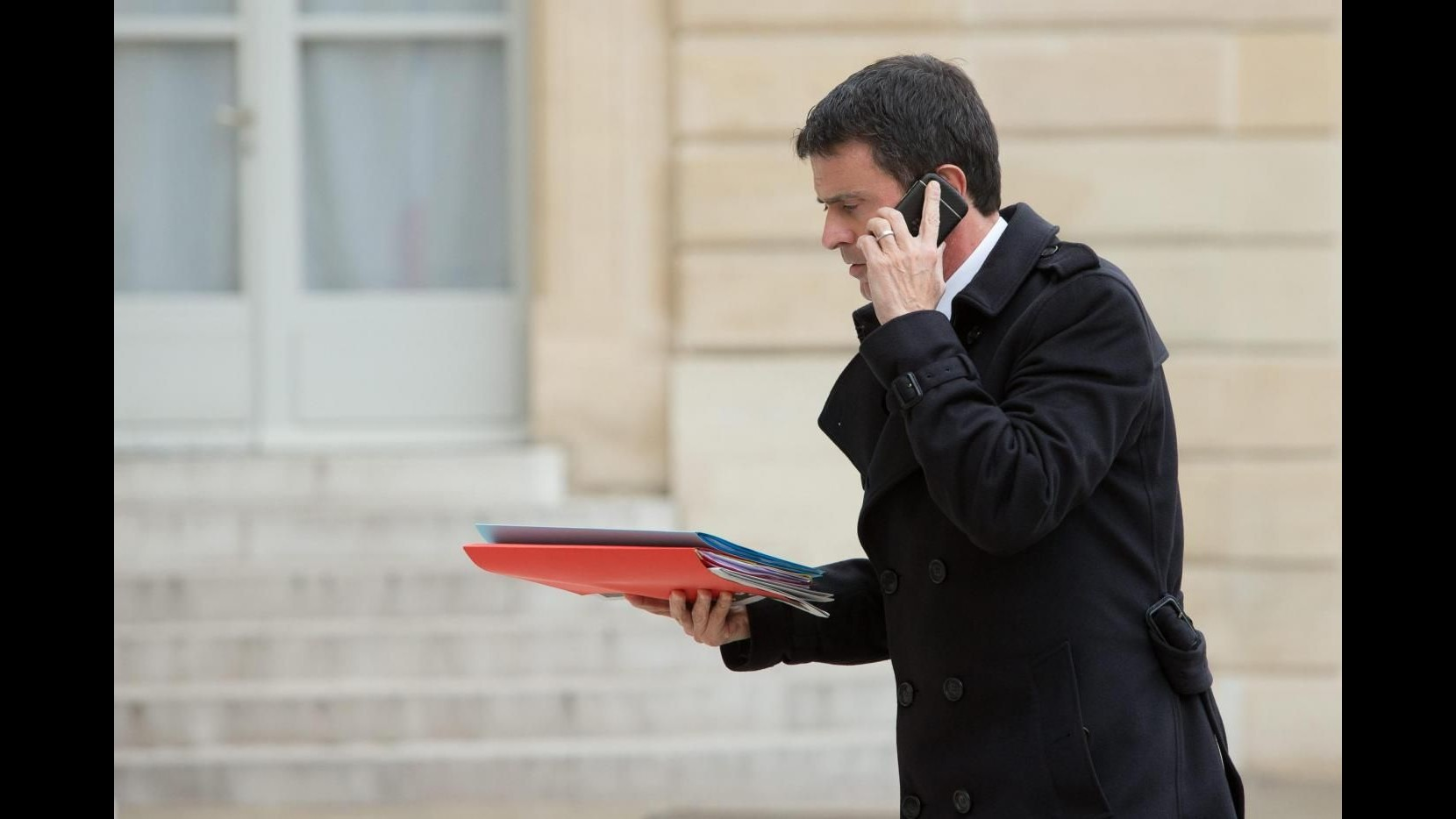 Parigi, Valls: Bisogna chiudere moschee e associazioni estremiste