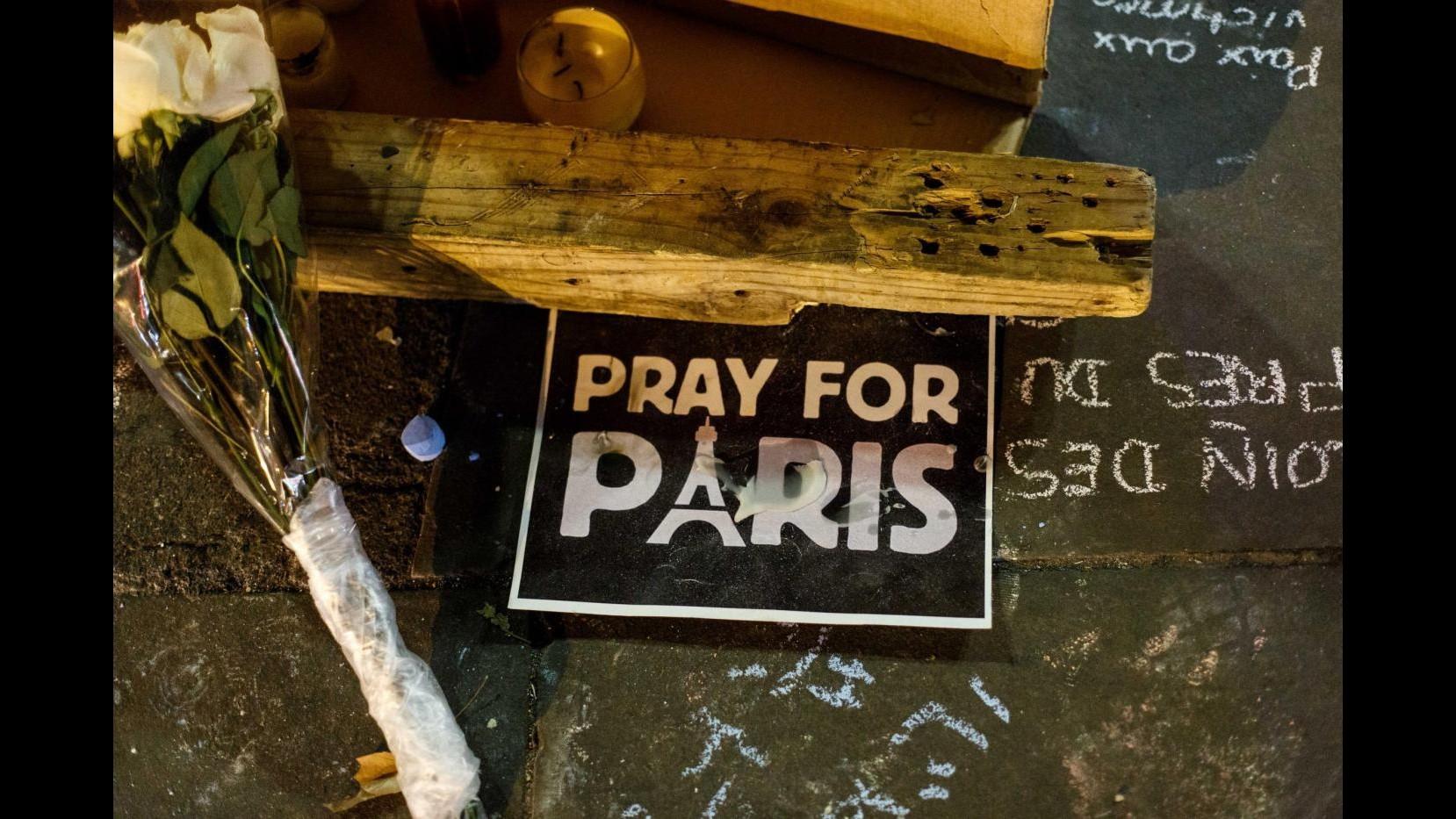 #PrayforParis, dalla d'Urso a Elkann: ecco il cordoglio dei vip