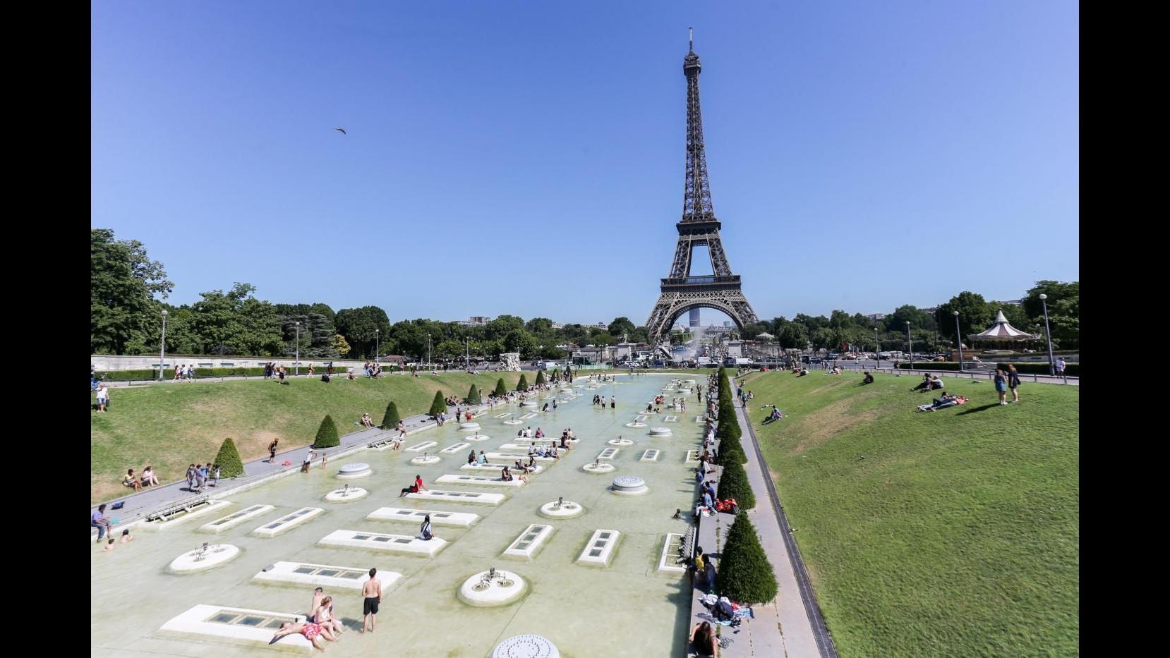 Francia, caos e ore di fila: aumentati controlli. Chiusi Louvre e Torre Eiffel