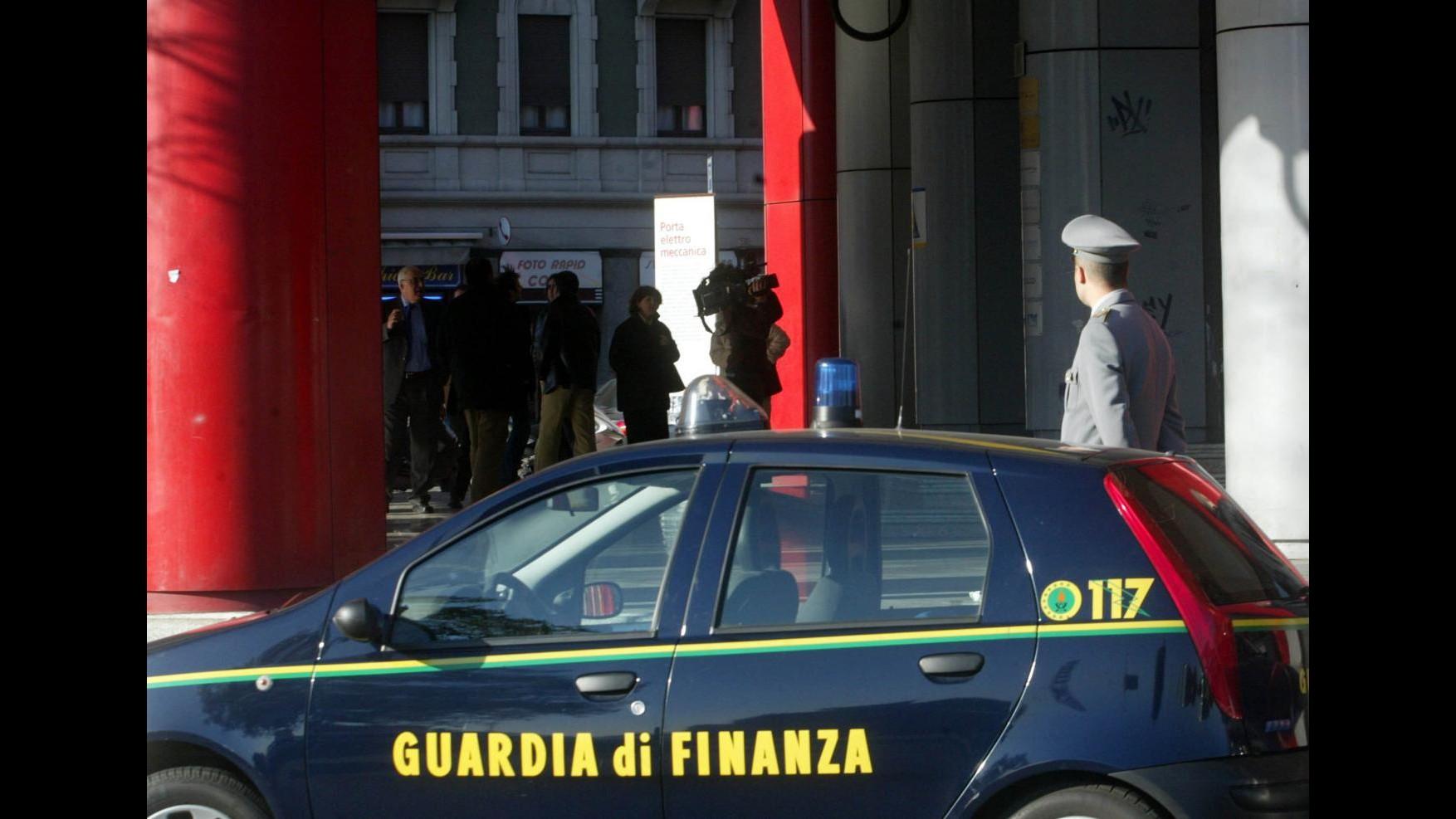 Roma, truffa, falso e abuso ufficio: perquisizioni in uffici Comune