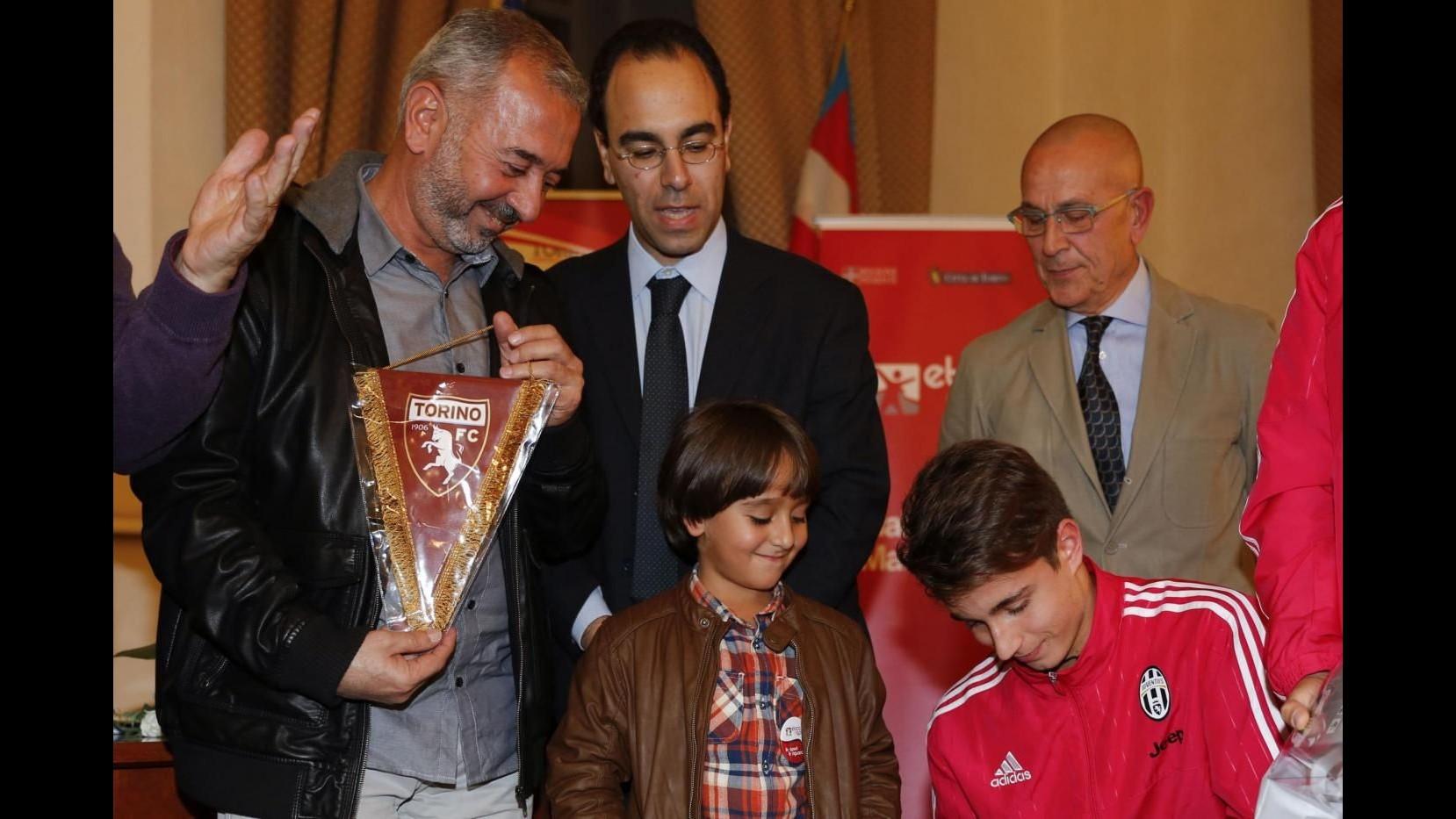 Torino, premiato profugo siriano che subì sgambetto in Ungheria
