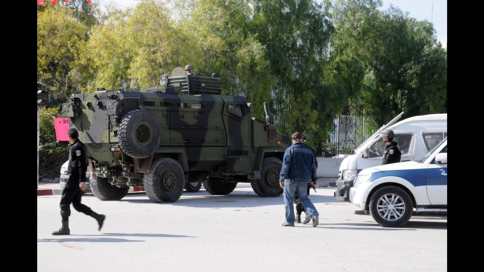 Tunisia, esplode bus delle guardia presidenziale a Tunisi: almeno 11 morti