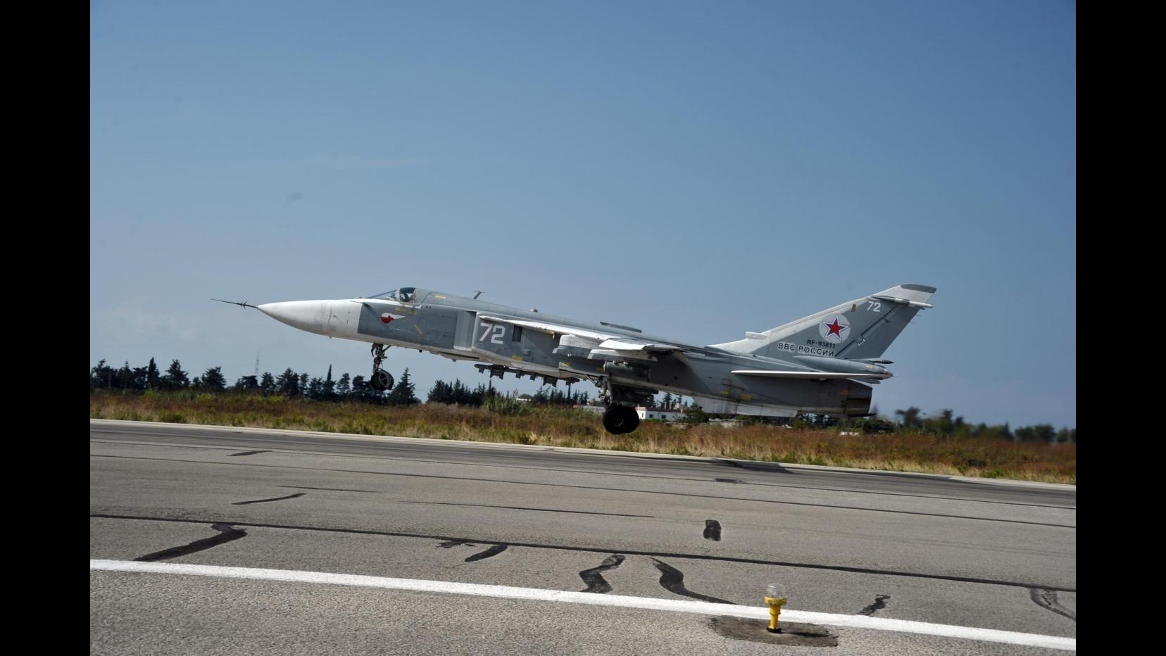 Siria, Turchia abbatte jet russo al confine, Nato si riunisce