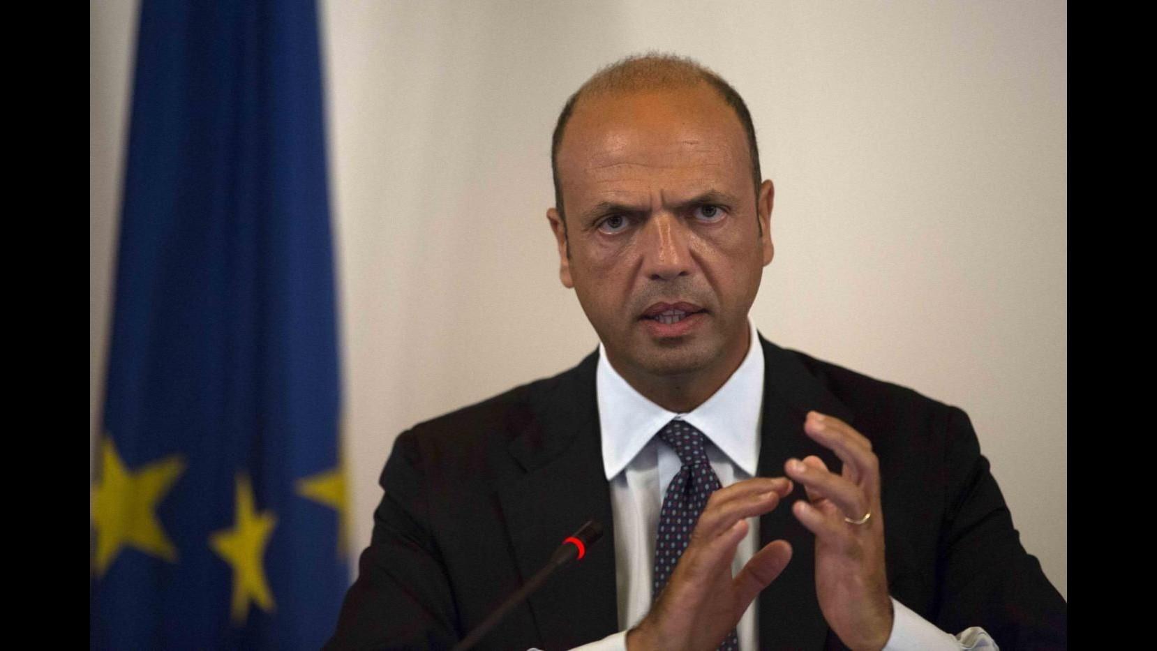 Terrorismo, Alfano firma decreto espulsione per quattro persone: estremismo violento