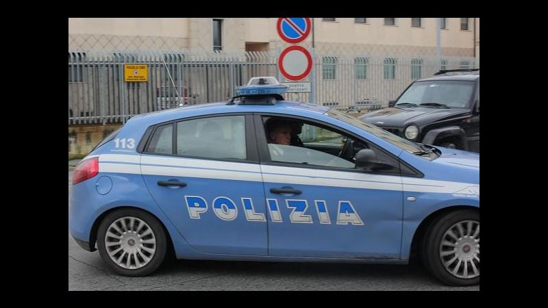 Milano, ruba alcolici al Carrefour e picchia un vigilante: arrestato