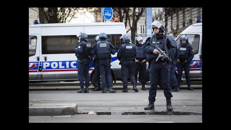 Parigi, il governo pubblica una guida per sopravvivere agli attacchi